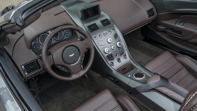 aston-martin-vantage-gt12-roadster-2016-7