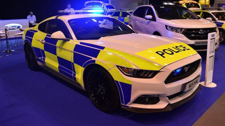 ford-mustang-police-uk-2016-2