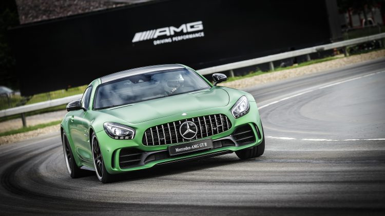 Weltpremiere AMG GT R, Brooklands, 2016, Kraftstoffverbrauch kombiniert: 11,4 l/100 km, CO2-Emissionen: 259 g/km World premiere AMG GT R, Brooklands, 2016, Fuel consumption, combined: 11.4 l/100 km, CO2 emissions, combined: 259 g/km