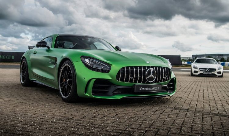 video-mercedes-amg-gt-r-goodwood-2016