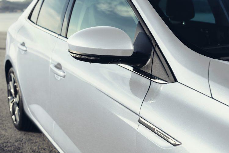 nouvelle-megane-sedan-tricorps-2016-10