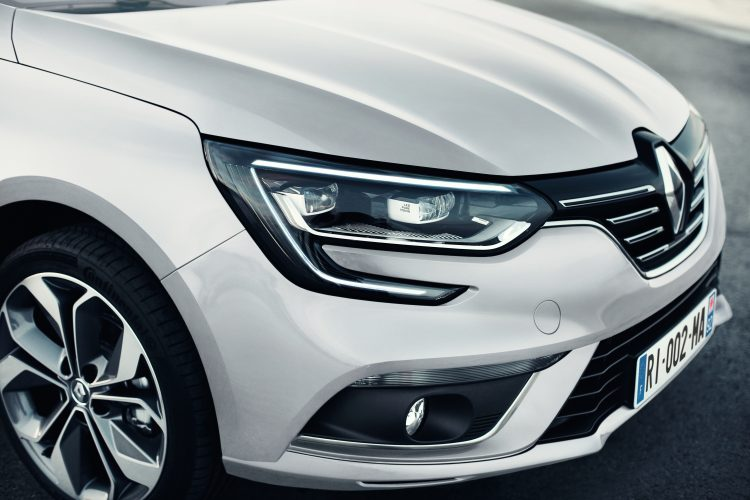 nouvelle-megane-sedan-tricorps-2016-9
