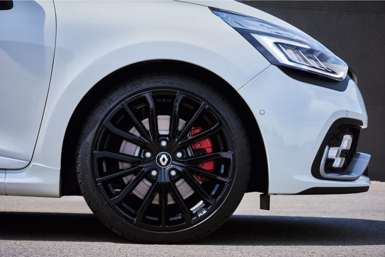 renault-clio-rs-2016-wheel-2
