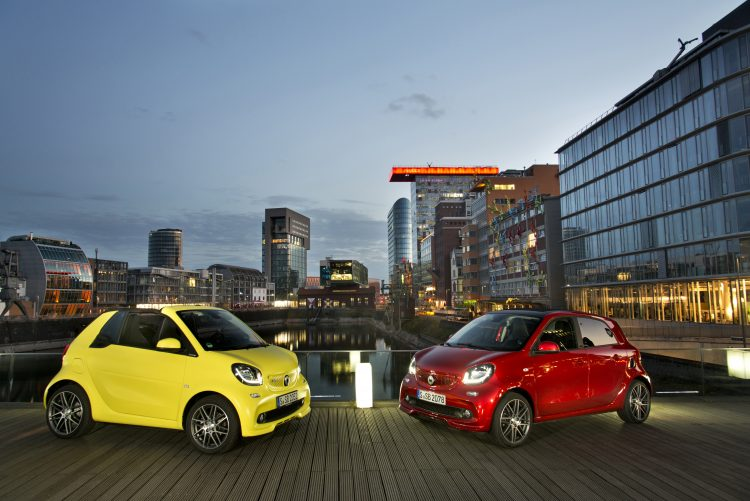 smart BRABUS fortwo cabrio; Exterieur: atomic yellow; Xclusive Kraftstoffverbrauch kombiniert: 4,6 l/100 km; CO2-Emissionen kombiniert: 104 g/km; exterior: atomic yellow; Xclusive fuel consumption combined: 4.6 l/100 km; CO2 emissions combined: 104 g/km