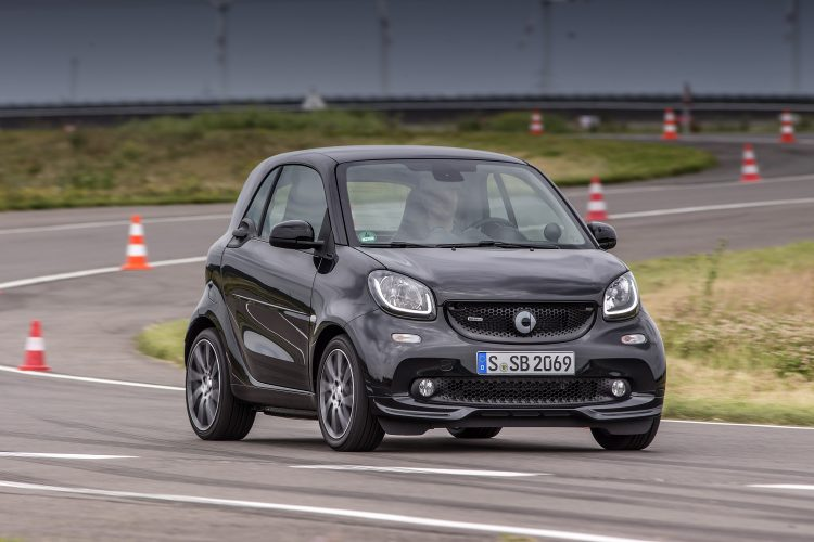 smart BRABUS Press Test Drive 2016, smart BRABUS fortwo; Exterieur: black; Xclusive, Kraftstoffverbrauch kombiniert: 4,5 l/100 km; CO2-Emissionen kombiniert: 102 g/km; exterior: black; Xclusive, fuel consumption combined: 4.5 l/100 km; CO2 emissions combined: 102 g/km