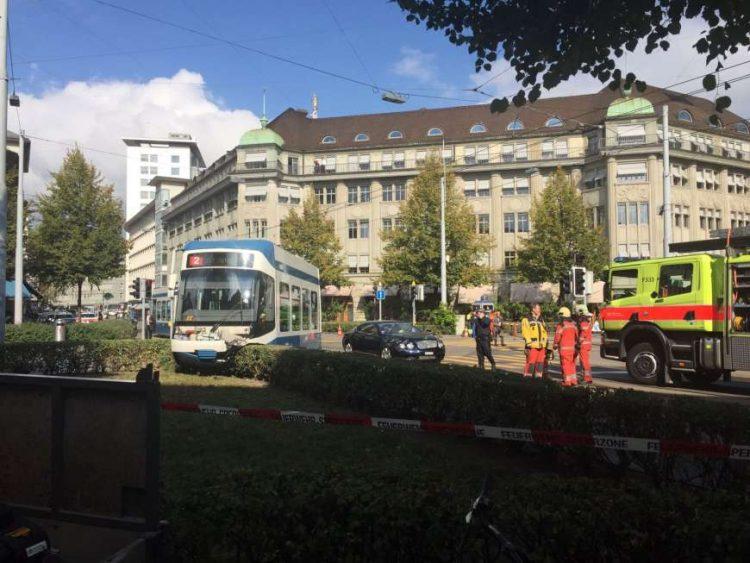 bentley-crash-tramway-zurich-2016