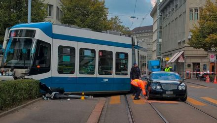 bentley-crash-tramway-zurich