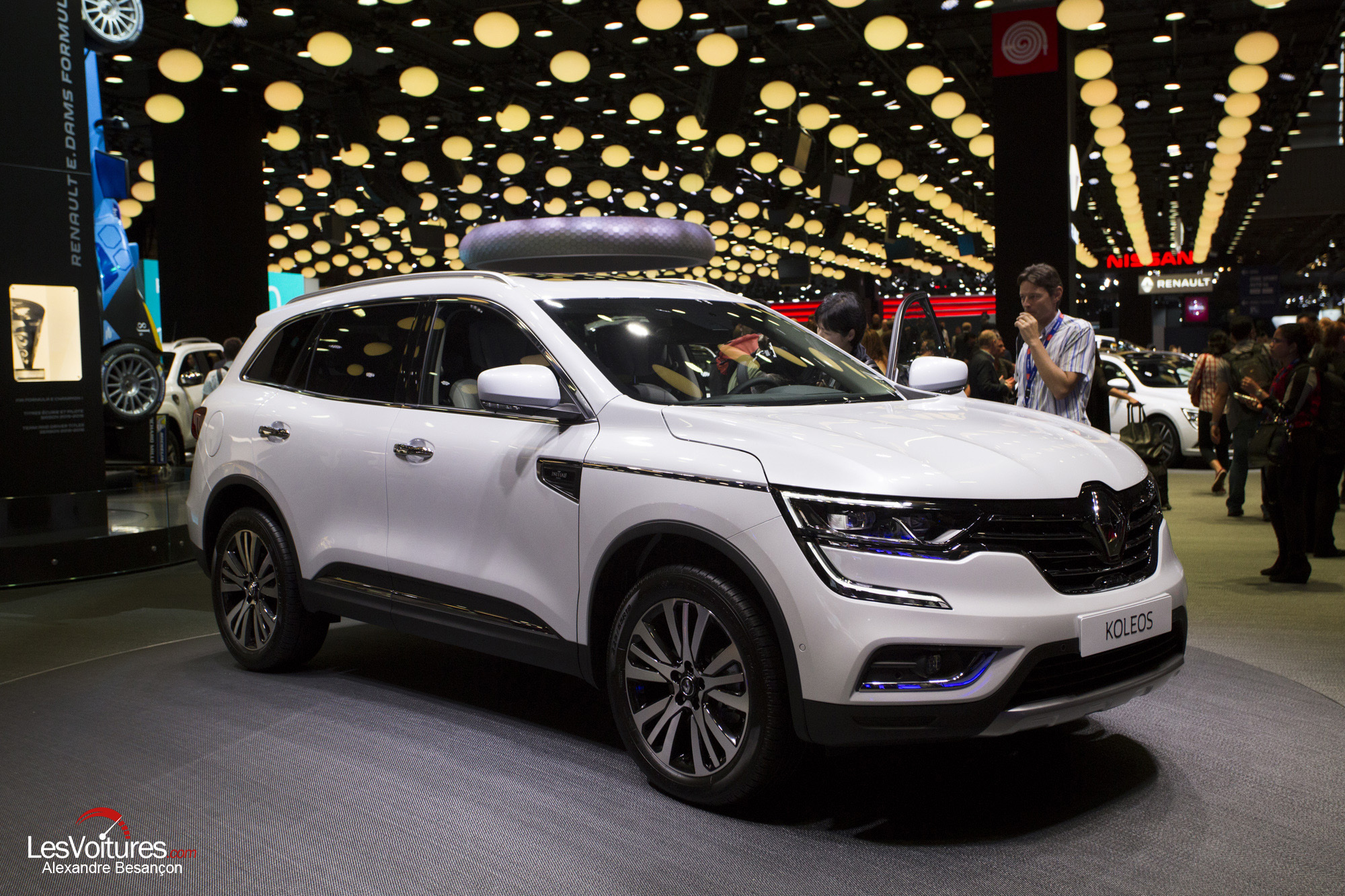 renault koleos le nouveau grand suv fait sensation au mondial de l automobile les voitures. Black Bedroom Furniture Sets. Home Design Ideas