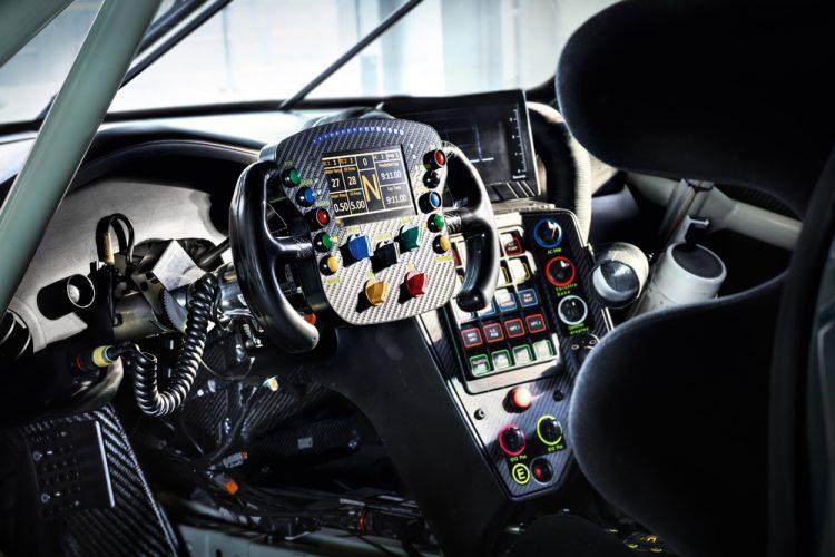 porsche-911-rsr-front-fia-wec-2017-interior