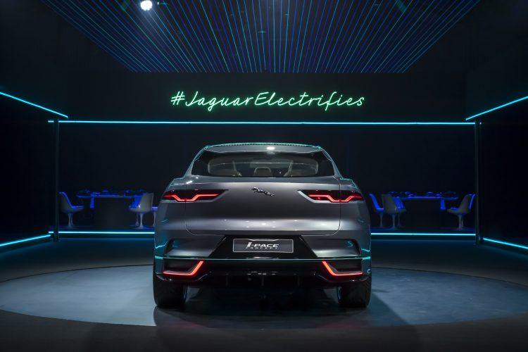 jaguar-i-pace-suv-electrique-concept-back