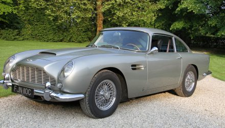 exposition-aston-martin-retromobile-aston-martin-db5-james-bond