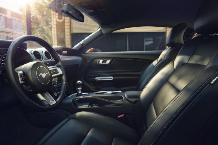 ford-mustang-2018-interior-2