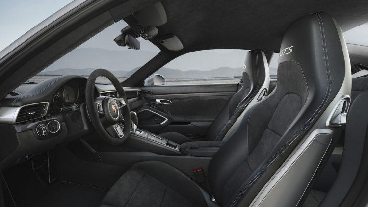 porsche-911-gts-2018-interior-2