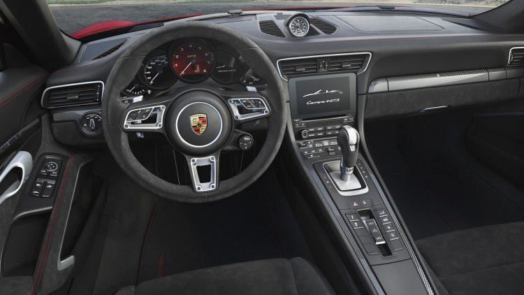 porsche-911-gts-2018-interior