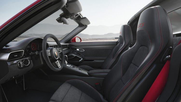 porsche-911-gts-2018-targa-interior