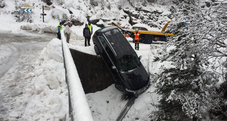 audi-q7--dans-le-vide-neige