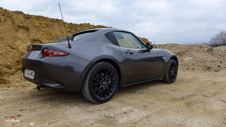 mazda mx 5 rf sur le toit du monde des petits roadsters essai les voitures. Black Bedroom Furniture Sets. Home Design Ideas