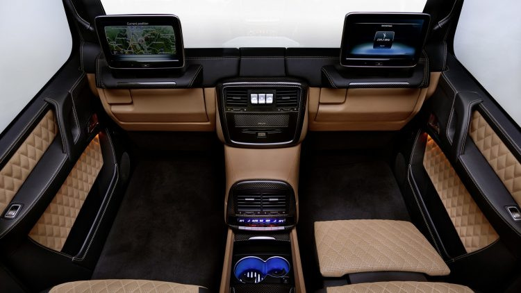 mercedes-maybach-classe-g-landaulet-interior-screen