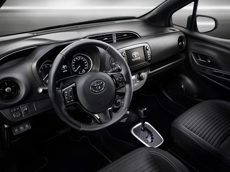 toyota-yaris-bitone-interieur-5-final-rgb