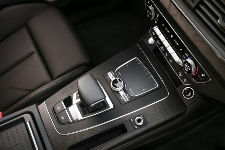 audi-Q5-console-centrale