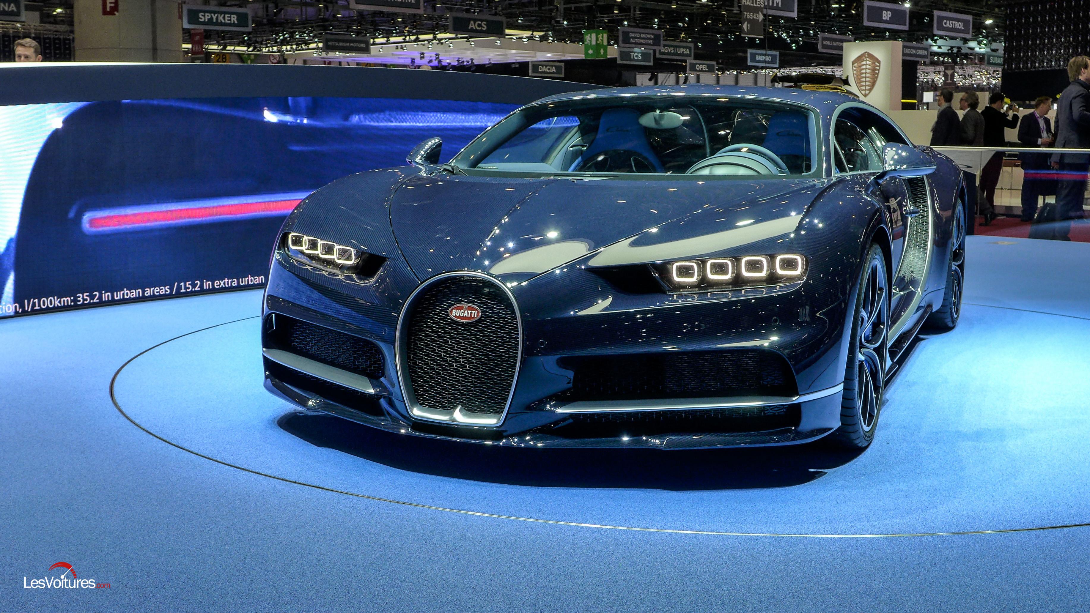 bugatti chiron en bleu royal gen ve les voitures. Black Bedroom Furniture Sets. Home Design Ideas