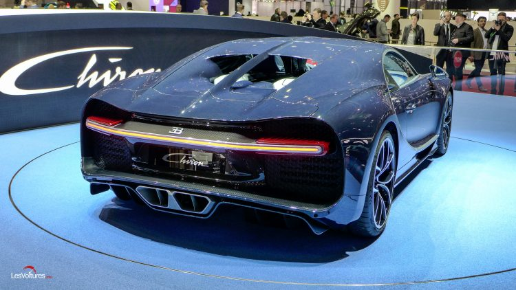 salon-geneve-2017-32-bugatti-chiron-bleu-royal