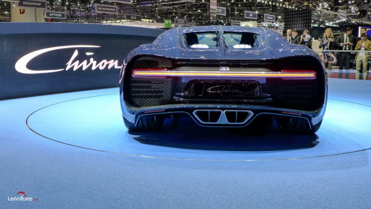 salon-geneve-2017-33-bugatti-chiron-bleu-royal