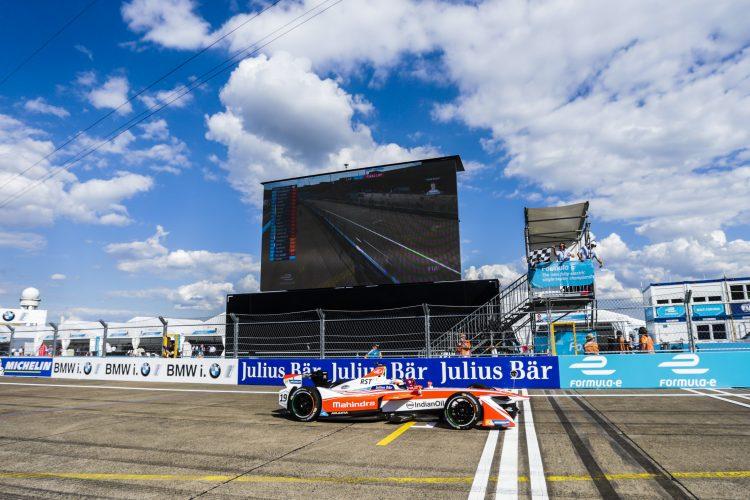 2016/2017 FIA Formula E Championship. Round 7 - Berlin ePrix, Tempelhof Airport, Berlin, Germany. Saturday 10 June 2017. Felix Rosenqvist (SWE), Mahindra Racing, Spark-Mahindra, Mahindra M3ELECTRO, crosses the line to win the race. Photo: Andrew Ferraro/LAT/Formula E ref: Digital Image _FER1335