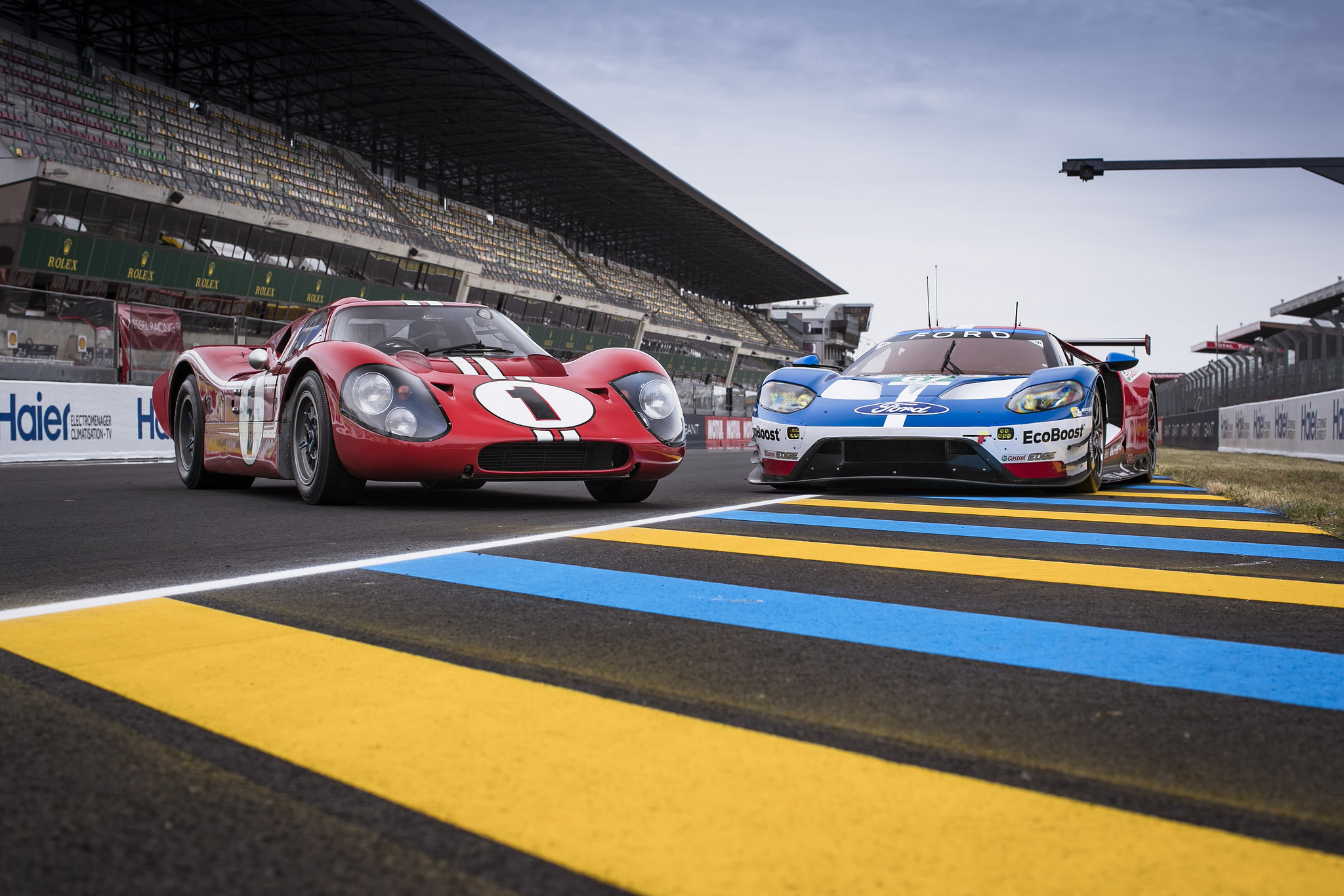 24 heures du mans les ford gt ont rendez vous avec l. Black Bedroom Furniture Sets. Home Design Ideas