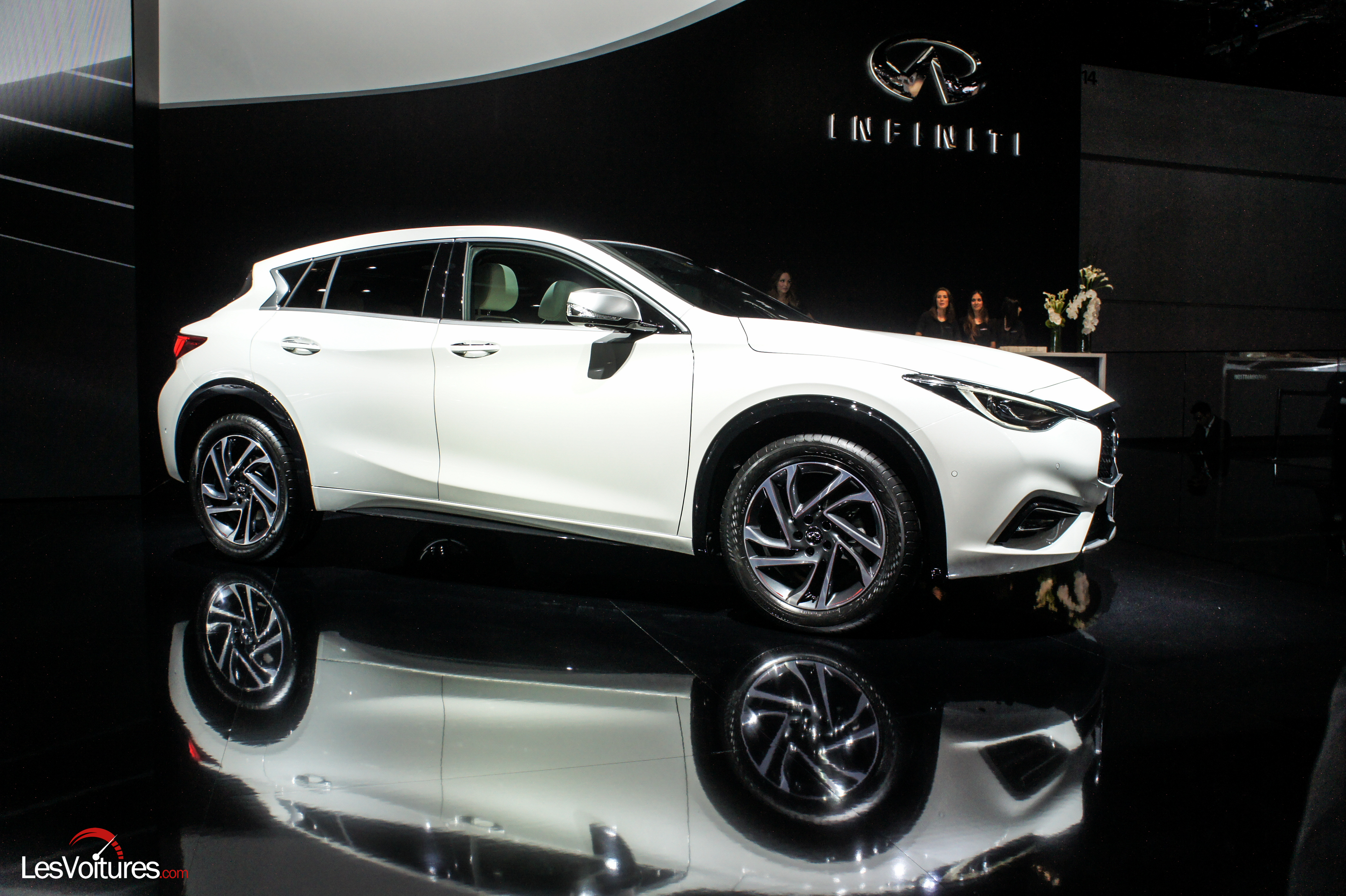 salon francfort 2015 automobile 62 infiniti q30 les voitures. Black Bedroom Furniture Sets. Home Design Ideas