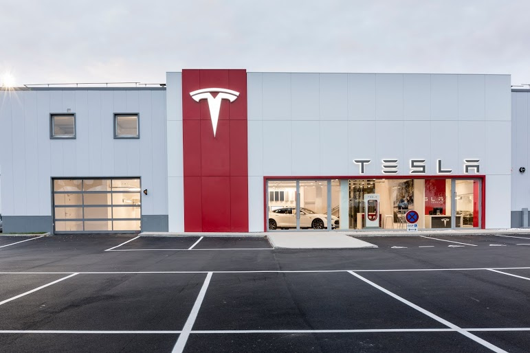 tesla une nouvelle concession chambourcy synonyme de nouveau si ge social les voitures. Black Bedroom Furniture Sets. Home Design Ideas