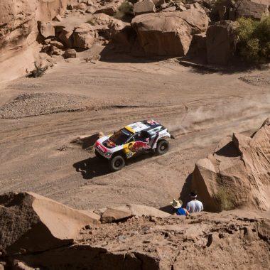 Dakar : Stéphane Peterhansel remporte l'étape 10 après une grosse mésaventure…