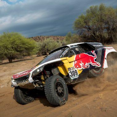 Dakar : l'étape 11 remportée par Loeb, Peterhansel proche de la victoire finale !