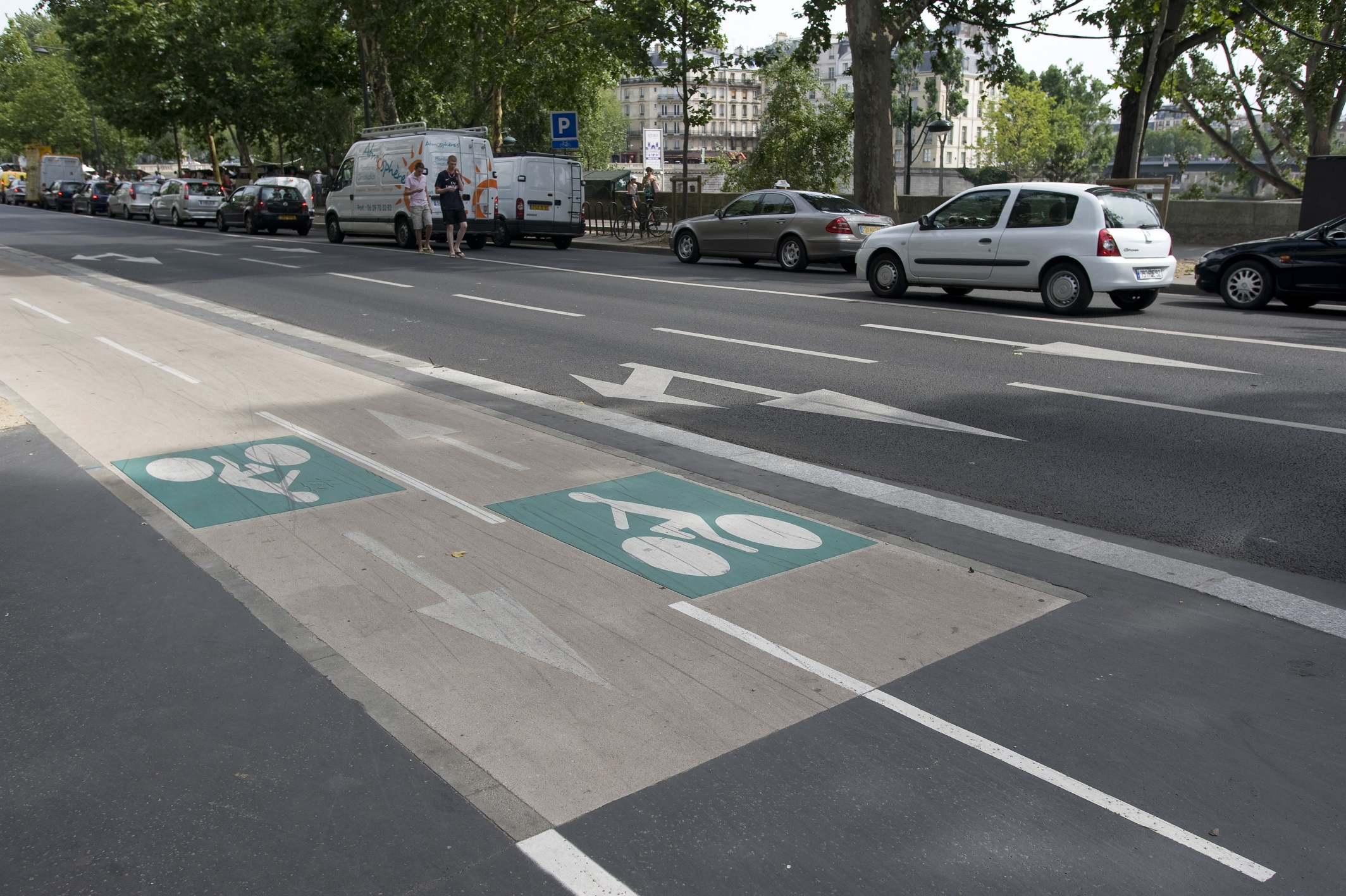 https://lesvoitures.fr/wp-content/uploads/2017/04/Piste-cyclable-paris-anne-hidalgo.jpg
