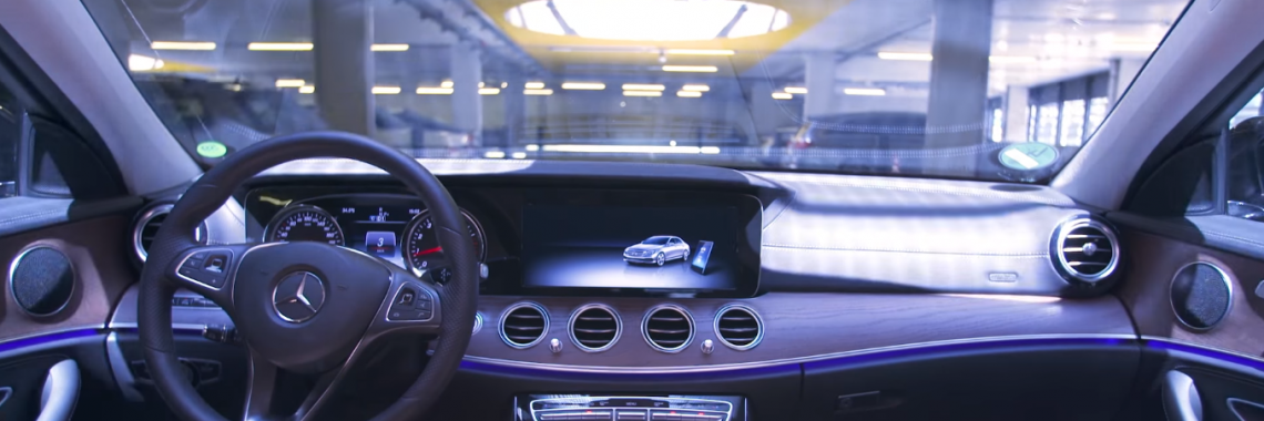 Vidéo : une Mercedes-Benz Classe E se gare toute seule au musée !