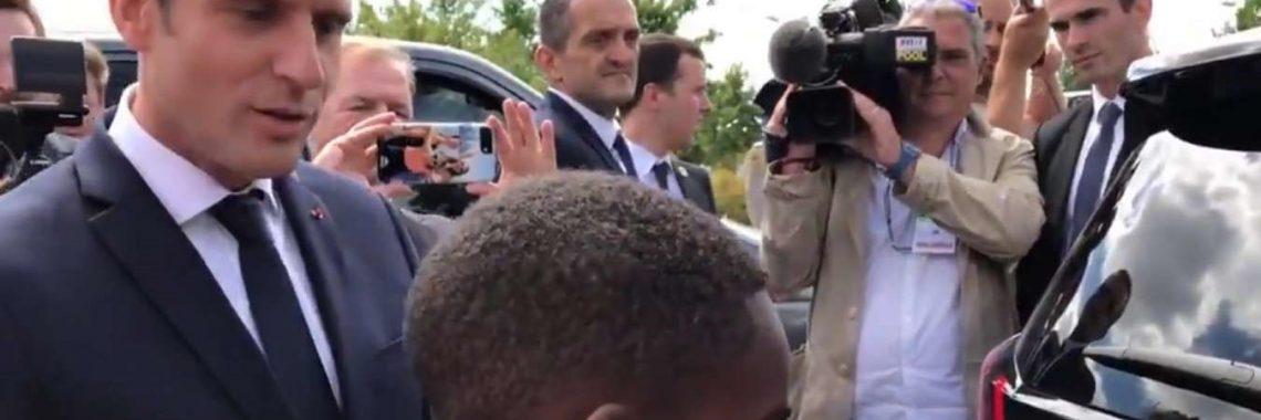 Peugeot 5008 : Emmanuel Macron «vend» le SUV à un enfant (vidéo) !