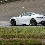 Jaguar F-TYPE SVR : 260 km/h sur l'anneau de Mortefontaine