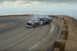 video-ken-block-Climbkhana-pikes-peak-ford-mustand-Hoonicorn