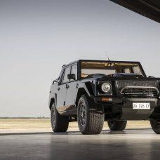Lamborghini LM002 : le premier SUV «au taureau» en teaser du futur Urus !