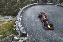 red-bull-video-the-pass-f1-sebastien-buemi-rb8-2012-2
