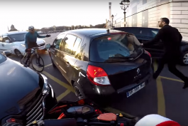 video-motard-pere-noel-chris-rs-paris