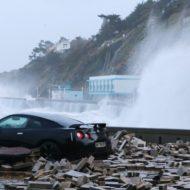 Nissan GT-R : Godzilla : 1 / Tempête Eleanor : 0 (vidéo)