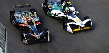 Jean-Eric Vergne (FRA), TECHEETAH, Renault Z.E. 17, battles with Lucas Di Grassi (BRA), Audi Sport ABT Schaeffler, Audi e-tron FE04.