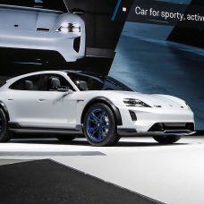 Porsche Mission E-Cross Turismo : vision d'un allroad électrique