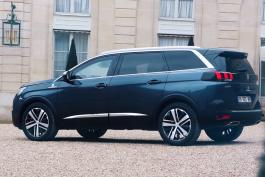 Peugeot-5008-Emmanuel-Macron