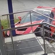 Russie : un jeune sans permis détruit une Corvette C7 Stingray (vidéo)