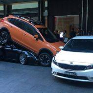 Australie : un voiturier «glisse» une Porsche sous un SUV (vidéo)
