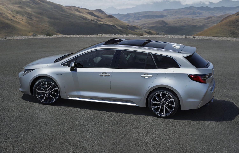 toyota corolla touring sports nouveau break hybride les voitures. Black Bedroom Furniture Sets. Home Design Ideas