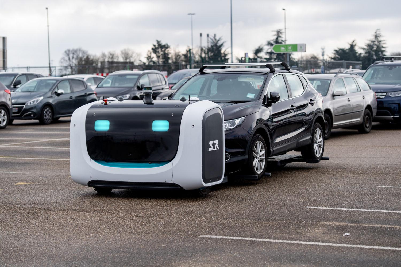 stan le robot voiturier gare les voitures l 39 a roport de lyon les voitures. Black Bedroom Furniture Sets. Home Design Ideas