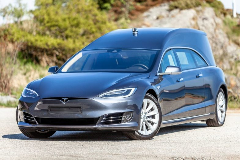 AutoPilot Tesla : Niveau 2 ou Niveau 3 ? - Page 12 Corbillard-tesla-785x523